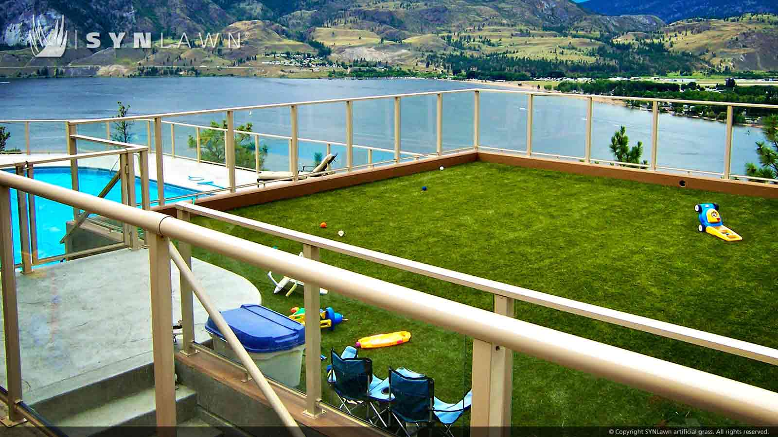SYNLawn rooftop artificial grass overlooking the Mississippi River